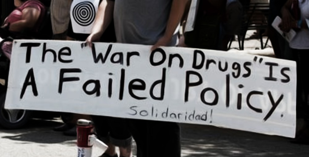 ways to fight the drug war essay Argument colombia calls a draw in the war on drugs after years of bloodshed, colombia's government is teaming up with its former rebel enemies to beat the drug problem.